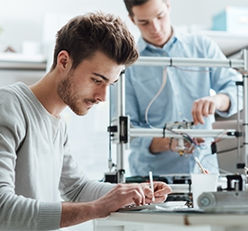 2 men working in a lab